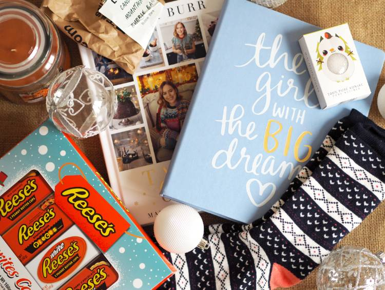 Christmas, stocking filler, festive, blogmas, vlogmas, blogmas 2017, stockings, stocking fillers, gift guide, under £10, budget, gifts, homewear, beauty, lifestyle, Konjac sponge,