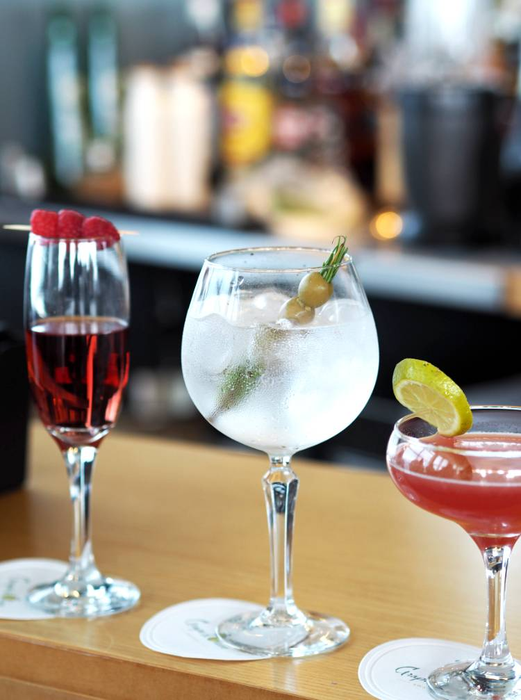 Sky Bar, Grape and Olive, Cocktails, Cocktail bar, Swansea, South Wales, Meridian Tower, Restaurant, review