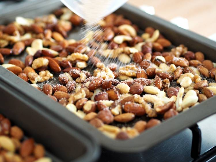 Roasted nuts, roasted pecan nut, recipe, Christmas food, Christmas, festive, blogmas, blogmas 2017, vlogmas, christmas day traditions,